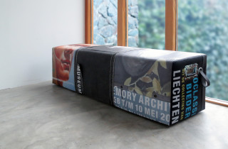 unieke handgemaakte bank van banieren museum met greep en lus