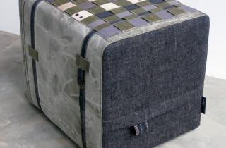 unieke handgemaakte poef canvas riemen en -stof met oude legertent