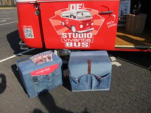 unieke handgemaakte poef gerecyclede jeans denim digitale print vivante