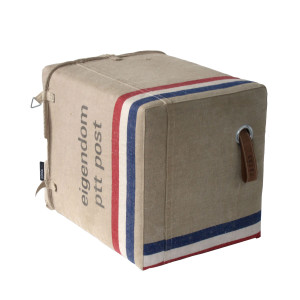 unieke handgemaakte poef van oude postzakken