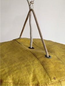 detail lamp van opbergzak bootzeil