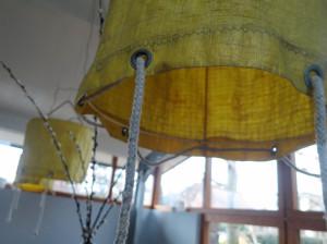 detailfoto lampenkap gerecycled oude opbergzak bootzeil
