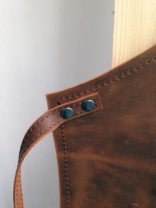 detail-schort-leer-strikband