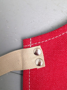 detail-strikband-rood canvas